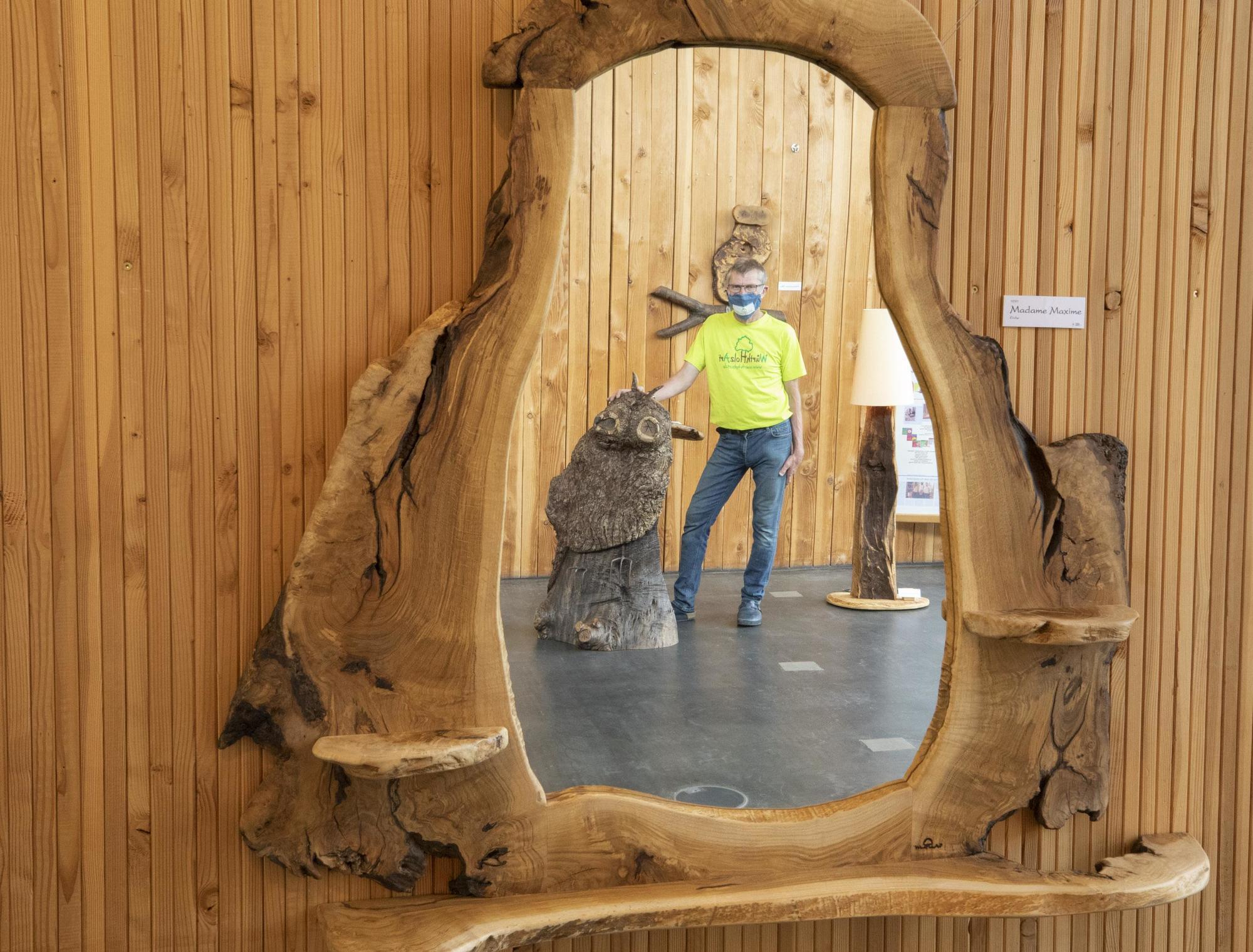 Johanniskreuz Holzkünstler Erwin Würth stellt im Haus der ...