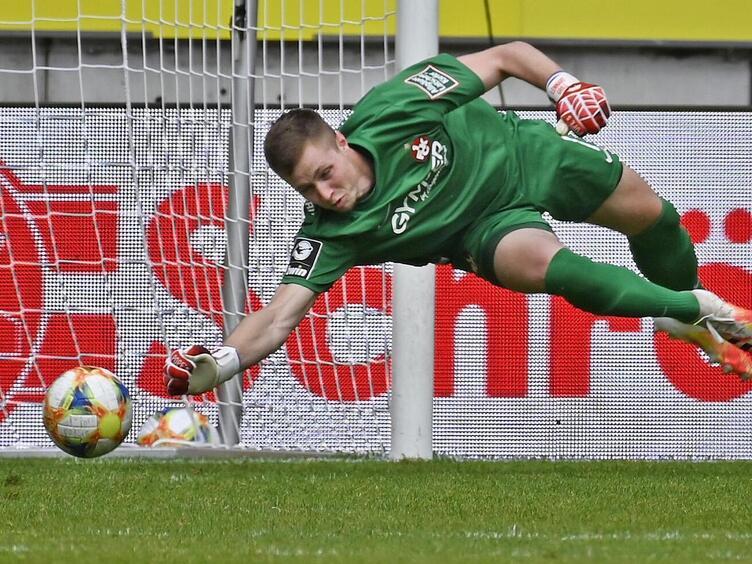 Abflugbereit: Lennart Grill setzt künftig in Leverkusen zu Paraden an.