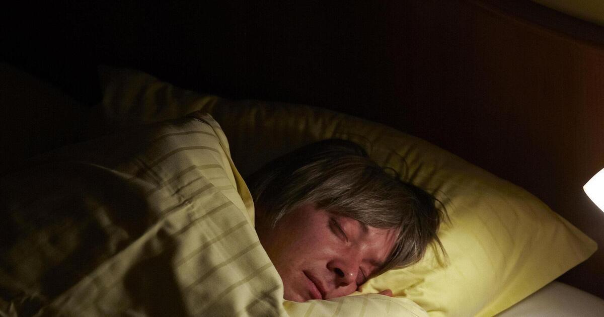 Mann schläft bei Action-Film ein und löst damit
