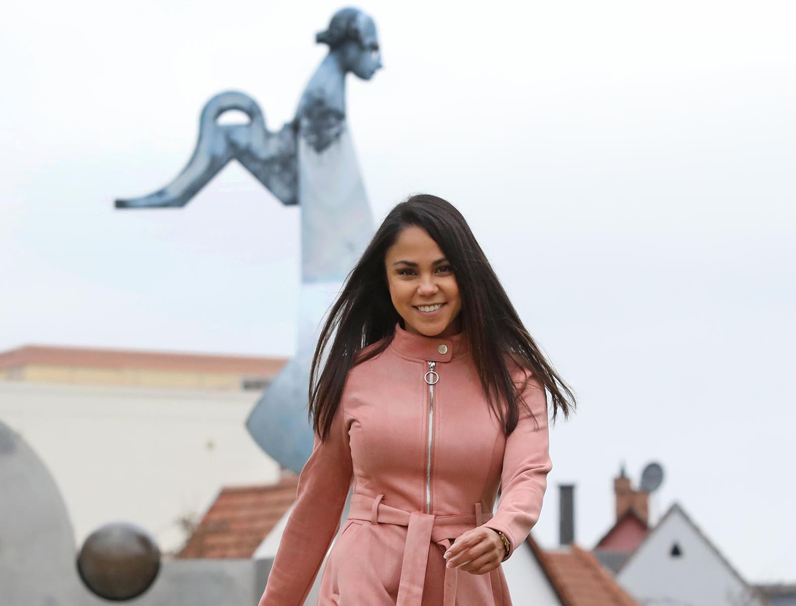 Alona Hertha  nackt