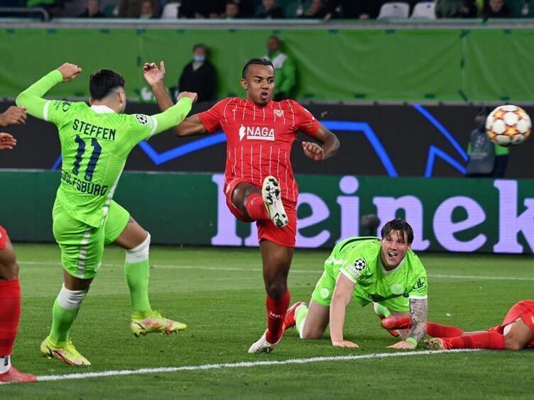 Wolfsburg verpasst Sieg gegen Sevilla durch späten ...